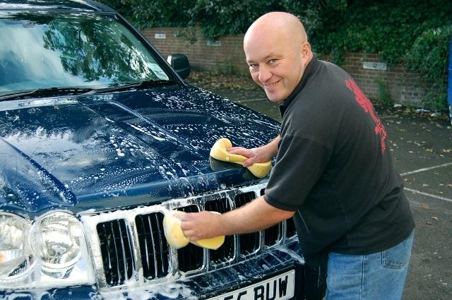 Gąbki i szczotki do mycia samochodu