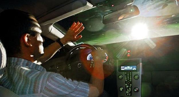 Oślepiony kierowca