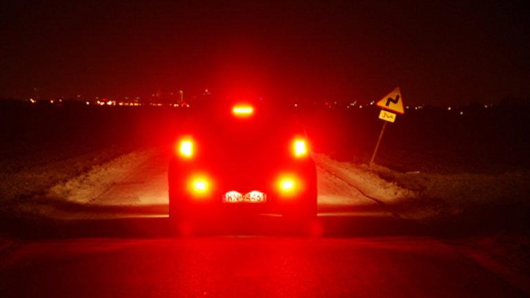 Oślepianie kierowców przeciwmgielnymi tylnymi