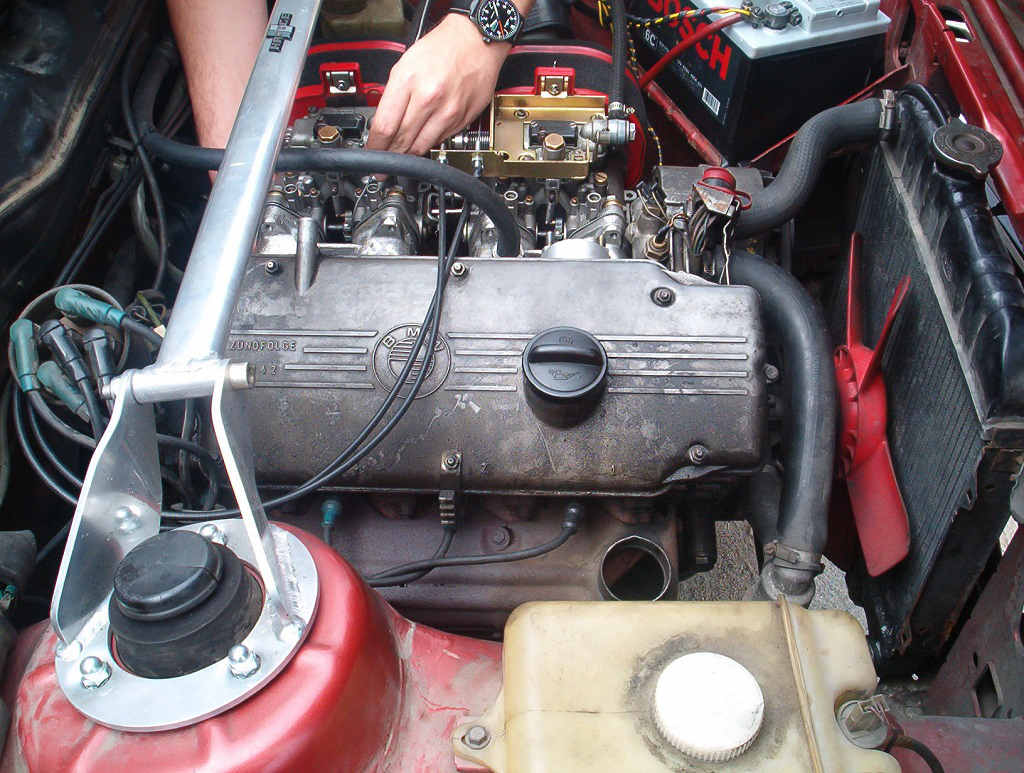 Preparaty uszlachetniające olej silnikowy