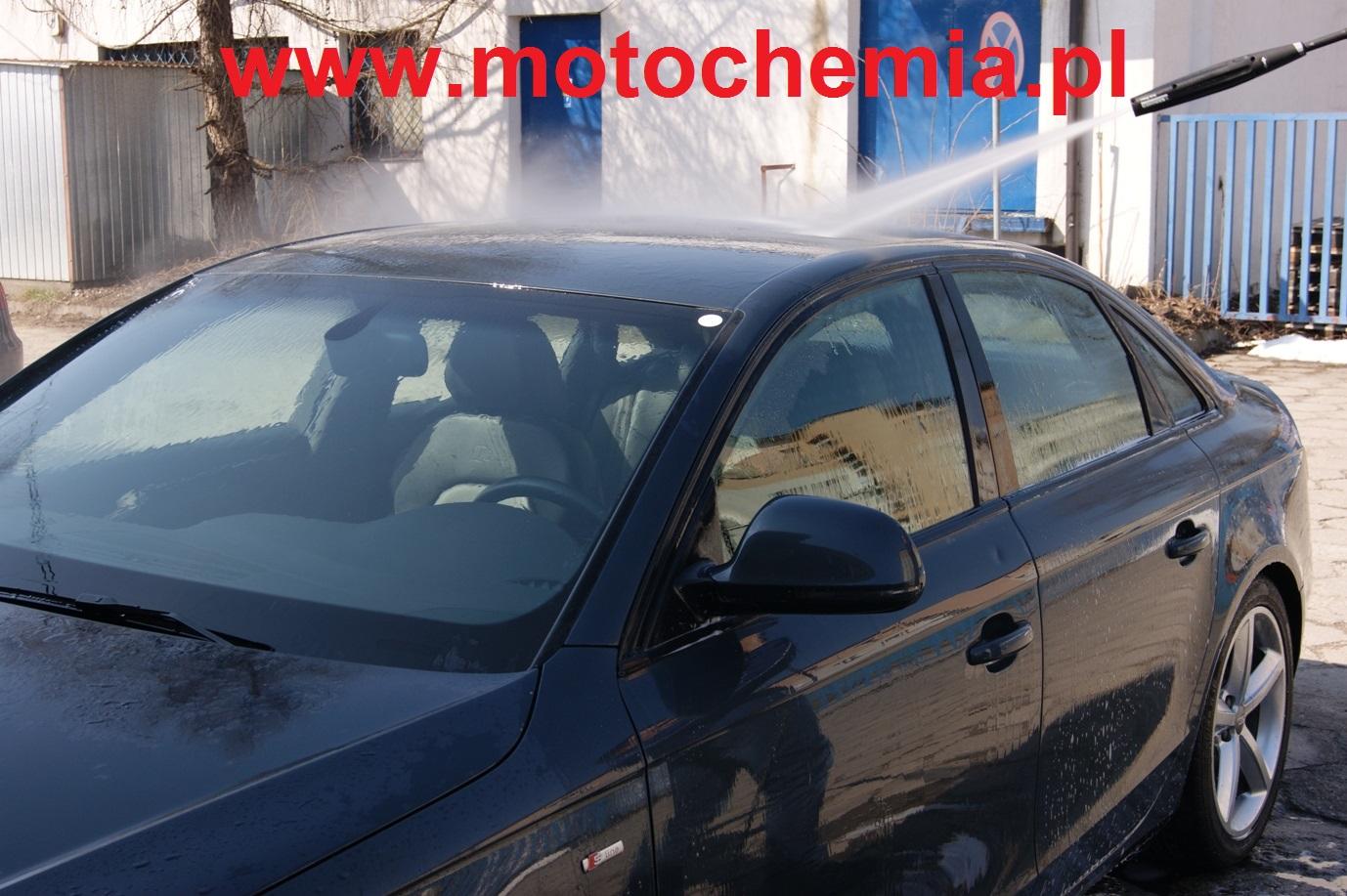 Spłukiwanie samochodu myjką ciśnieniową