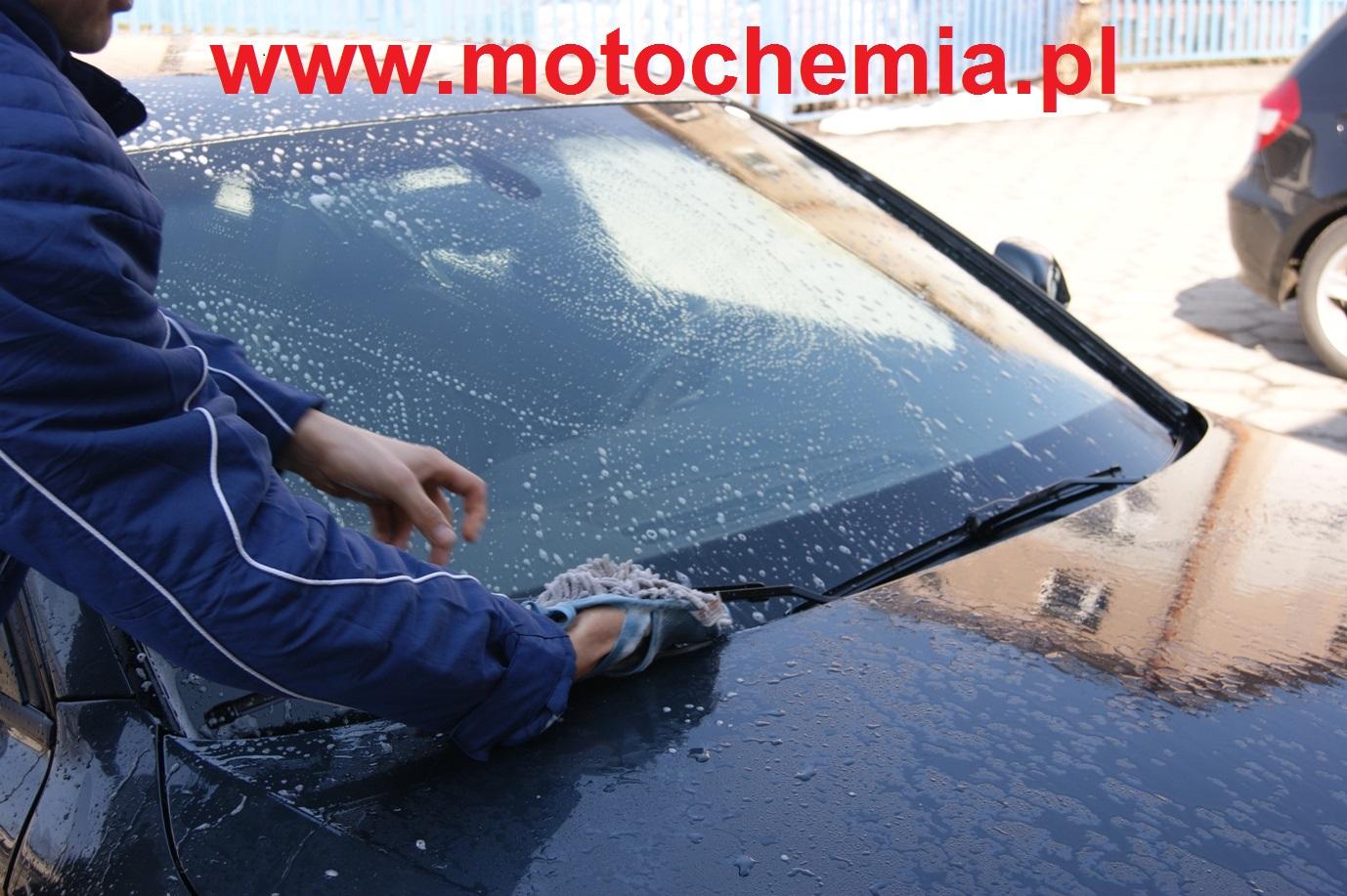 Mycie wycieraczek samochodowych do szyb